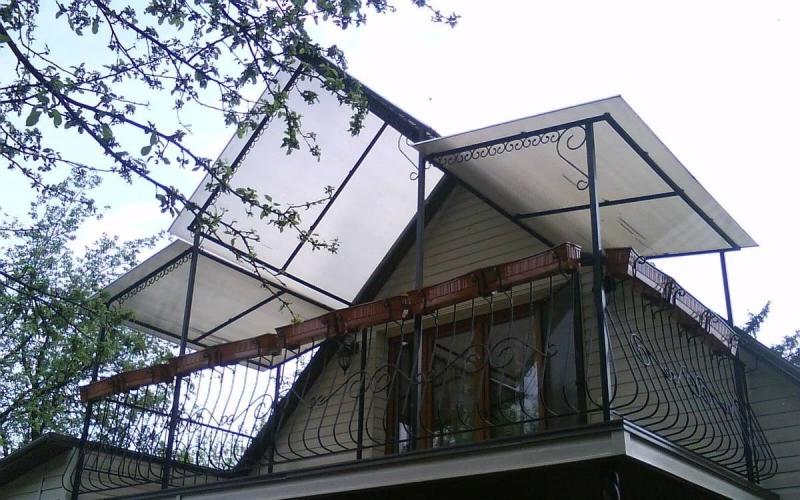 Навес над балконом поликарбонат